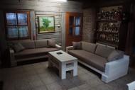 Želimo da sa vama podelimo fotografije troseda i stola koje smo napravili u potpunosti od punog drveta (drvenih greda). Nameštaj je rađen tako da se uklopi u ambijent jedne prelepe drvene kuće, na jednom vojvođanskom salašu. Nadamo se da vam se dopada!
