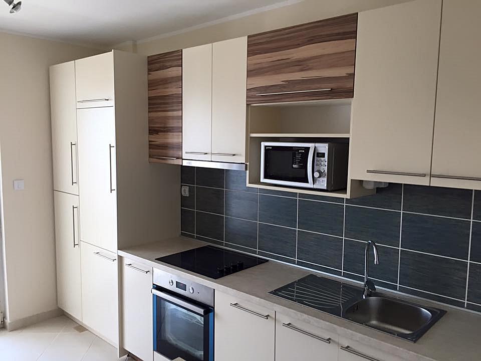 Kuhinja rađena po meri.