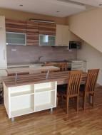 Kuhinja, tprezarijski sto i šank