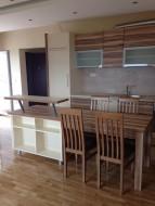Kuhinja, tprezarijski sto i šank3